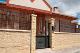 Verniprens Prado kerítés-rendszer struktúrált hasított felülettel